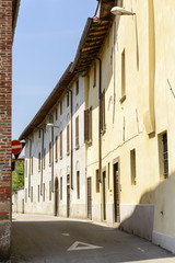bending street in town center, Soncino