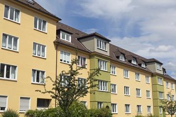 Fassade eines Altbaugebäudes in Kiel, Deutschland