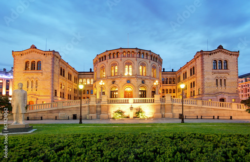 Poster Oslo parliament - panorama at night
