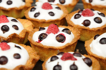 baked baskets with cream, black currant ant raspberry
