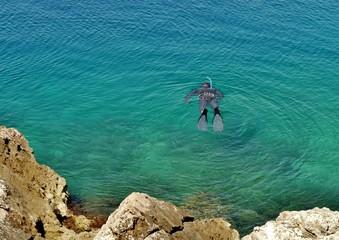 Taucher im türkisblauen Mittelmeer