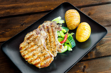 Grilled cutlet with vegetables and roasted potatoes
