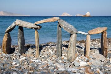 Costruzione con i sassi in spiaggia