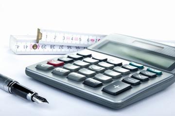 Taschenrechner Füller und Zollstock