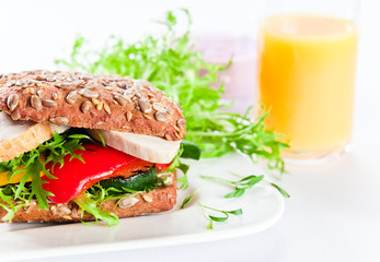 sandwich with grilled vegetables and chicken