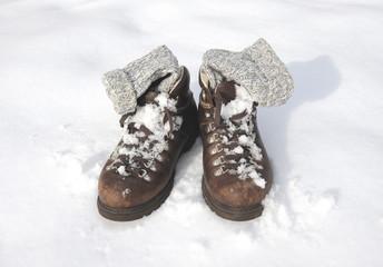 Wanderstiefel im Schnee