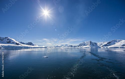 Fotobehang Gletsjers Antarctic Ocean Ice Landscape