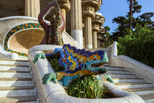 Ceramiczna smoka fontanna na Parc Guell