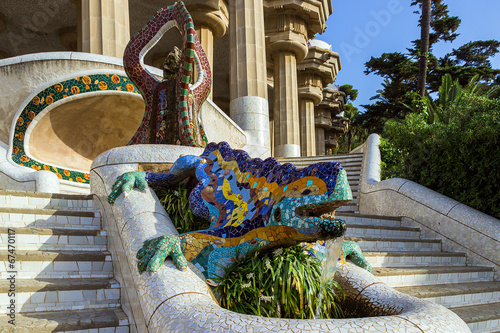 Fotobehang Fontaine ceramic dragon fountain at Parc Guell