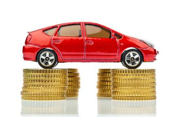 Auto und Münzen. Steigende Autokosten