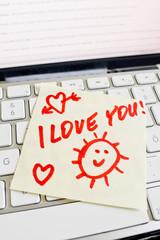Notiz auf Computer Tastatur: I love you