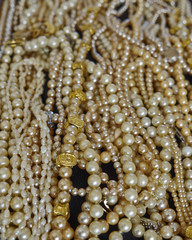 "a ""river of pearls"", strong bokeh"