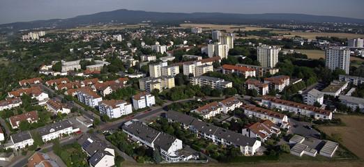 Luftaufnahme einer kleinen Stadt