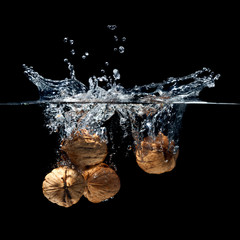 walnuts splash