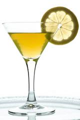 Getränk in orange mit Zitrone