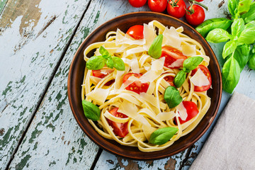 fettuccine with tomatoes and parmesan cheese