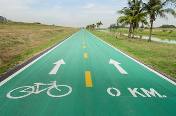 Bicycle lane with white bicycle sign
