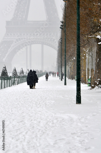 Winter day in Paris © wellignton