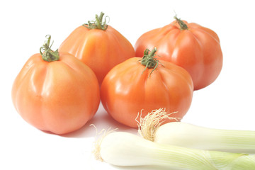Beefsteak tomatoes and spring onions