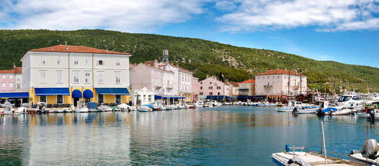 Panoramic view of Cres Town and port