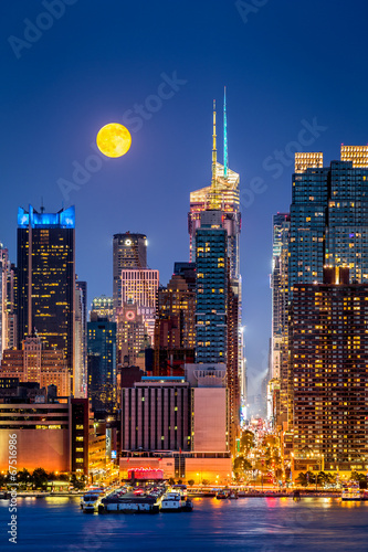 Super Moon rise above the midtwon Manhattan skyscrapers