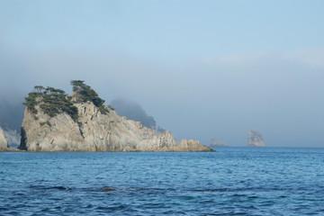 Скала у берега