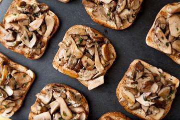 Crostini ai funghi porcini