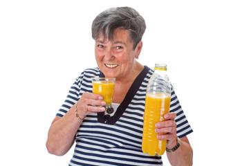 Alte Frau mit Orangensaft