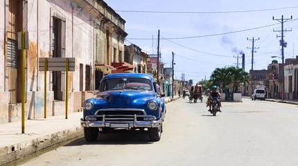 erikanischer Oldtimer in Kuba am Strassenrand