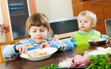 siblings together eating food