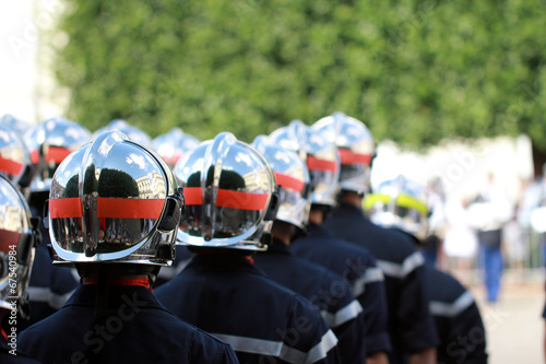 Leinwanddruck Bild Défilé de pompiers