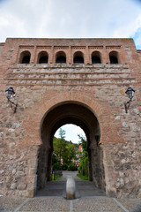 puerta de entrada del arco de san esteban en burgos