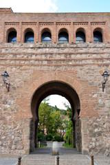muralla de piedra y arco de san esteban en burgos