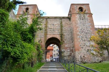 entrada al arco de san esteban en burgos