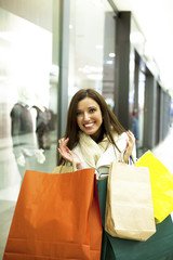 Beautiful young woman in shopping.
