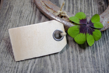 Hufeisen mit Kleeblatt und Holzanhänger