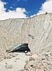 Das Gletschertor das Langgletschers mit Schmelzwasserabfluß