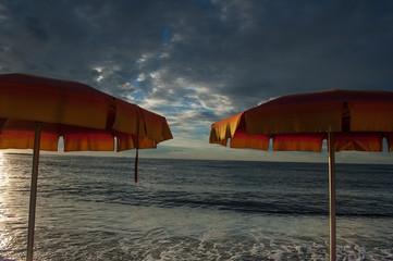ombrelloni tramonto