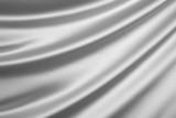 In einem Silbergewand gekleidet