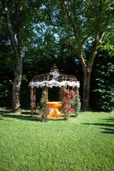 il giardino addobbato per la cerimonia da favola