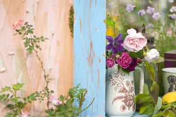 バラ 花瓶 庭 ガーデニング