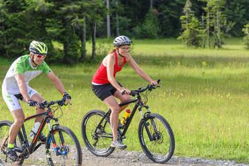 Zwei Mountainbiker