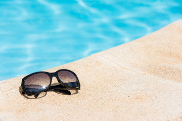 Leisure at the swimming pool with sunglasses