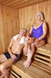 Paar Senioren in Sauna vom Hotel