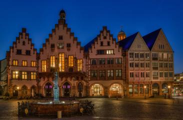 Der Römer in Frankfurt am Abend