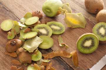 Preparing a tropical kiwifruit dessert