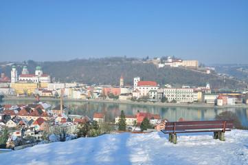 Blick über das winterliche Passau im Bayerischen Wald