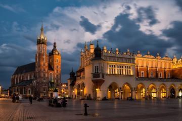 Marienkirche von Krakau und Tuchhallen