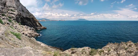 Панорамный вид морского побережья Черного моря