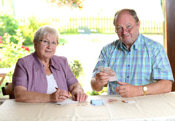 senior couple calculating her budget